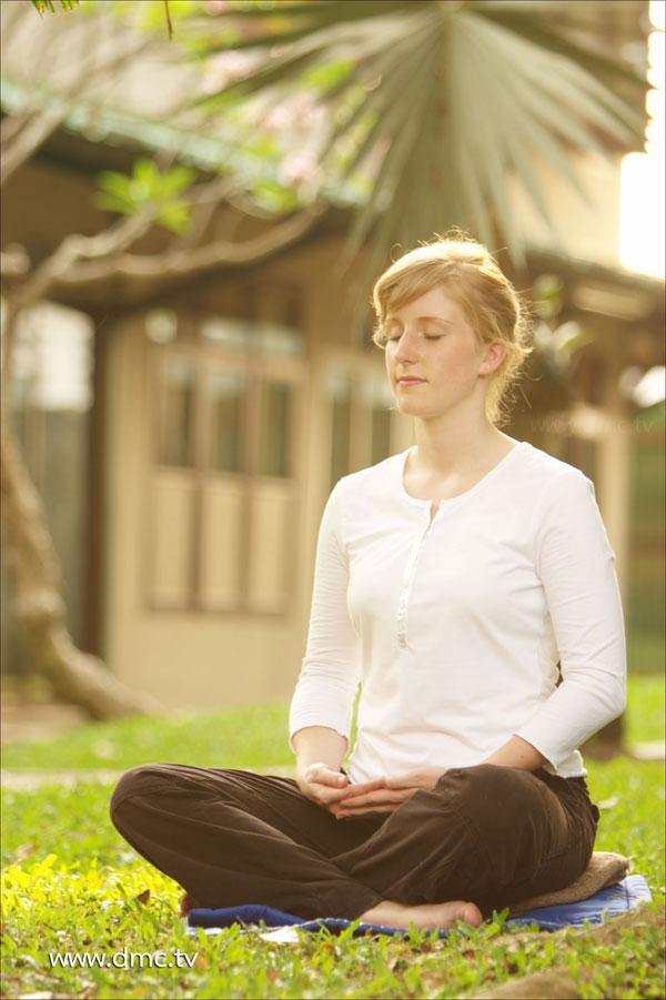 <a href=https://www.dmc.tv/pages/meditation/meditation01.html target=_blank title='สมาธิ'>สมาธิ</a> การนั่งสมาธิ