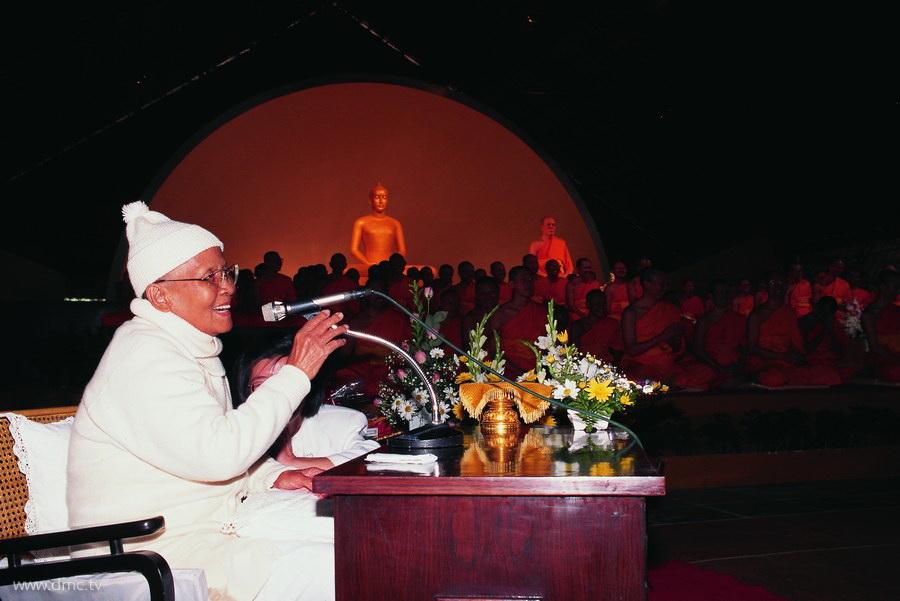 คุณยายอาจารย์มหารัตนอุบาสิกาจันทร์ ขนนกยูง ผู้ให้กำเนิดวัดพระธรรมกาย