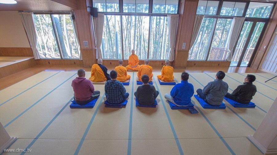 580411-Meditation-retreat-japan_001.jpg