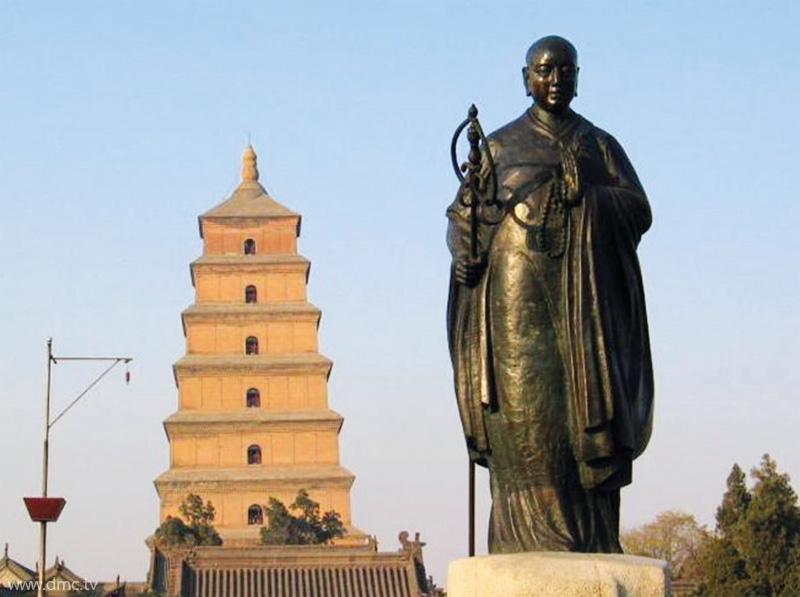 เจดีย์ห่านป่าใหญ่ อายุกว่า ๑,๗๐๐ ปี ซึ่งเดิมเก็บรักษา คัมภีร์พระไตรปิฎกที่แปลจากภาษาอินเดียมาสู่ภาษาจีน จำนวน ๔,๐๐๐ ผูก ปัจจุบันเหลืออยู่ประมาณ ๑,๐๐๐ ผูก ด้านหน้าวัดเป็นที่ตั้งอนุสาวรีย์ของพระธรรมาจารย์เสวียนจั้ง