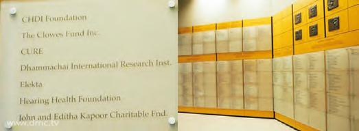 """ทางมหาวิทยาลัยวอชิงตัน ได้ให้เกียรติยกย่องจารึกชื่อ """"Dhammachai International Research Inst.""""  ไว้ภายใน """"หอเกียรติคุณ"""""""