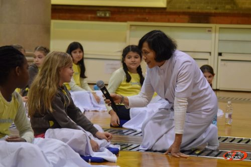 Brownie Group Visit // Nov. 23, 2016 - Wat Phra Dhammakaya London, UK