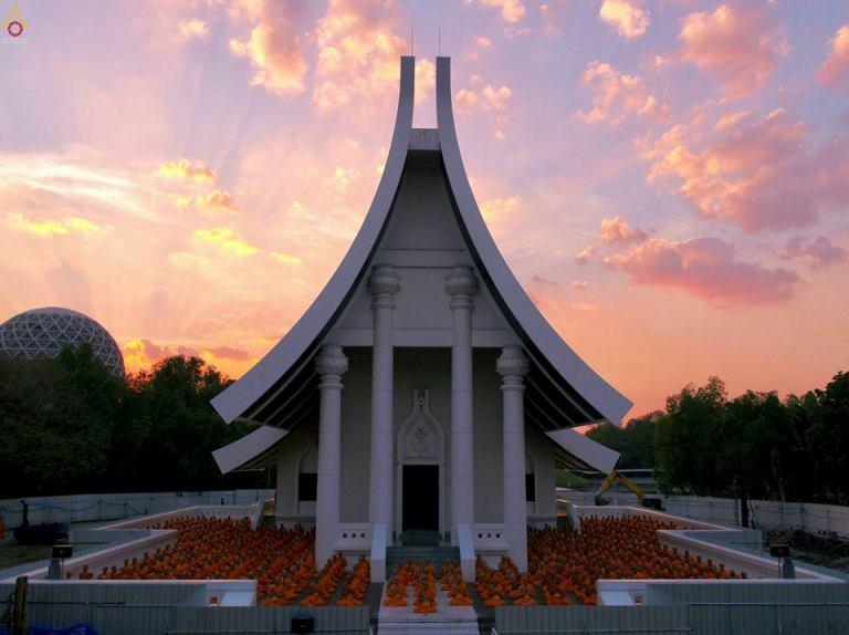 พิธีโปรยรัตนชาติและปิดทองเสามงคล สร้างอุโบสถพระไตรปิฎก