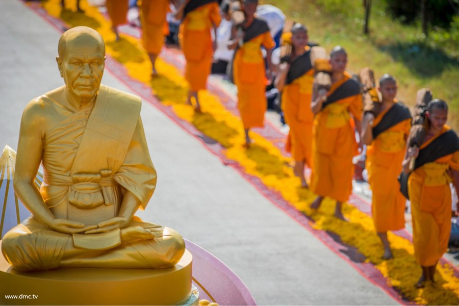 Dhutanga Monks Retraced Luang Pu's Footsteps behind Luang Pu's Gold Image