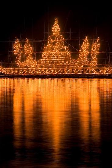 ประเพณีไหลเรือไฟเป็นวัฒนธรรมของชาวอีสาน