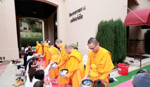 Wat Phra Dhammakaya California Arranged the Sunday Ceremonies