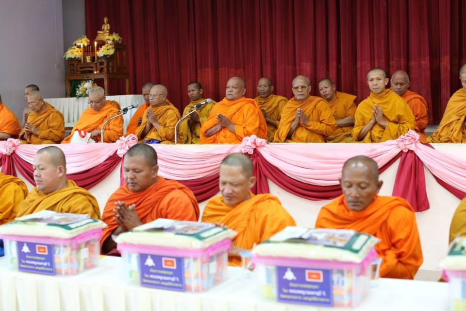 Wat Phra Dhammakaya arranged the 99th Ceremony of Offering Alms to 323 Temples within 9 years
