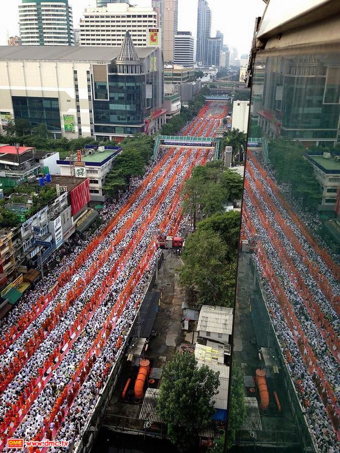 The Offering of Food to Two Million Monks from 77 Provinces in Thailand